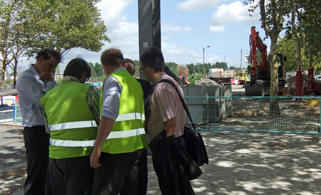Vincent Feltesse sur le chantier d'extension de la ligne C du tram (Bordeaux lac)