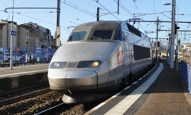 train sncf en gare