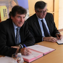 Signature de la convention entre le SMIDDEST et Bordeaux Grands Evénements